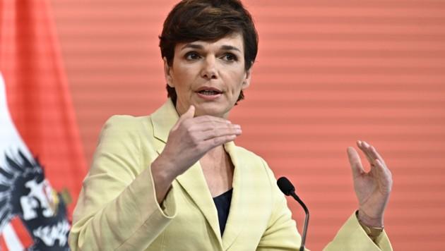 SPÖ-Chefin Pamela Rendi-Wagner ist offen für Beschränkungen für Ungeimpfte. (Bild: APA/Hans Punz)