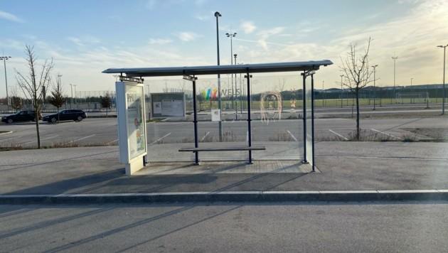 Die Haltestelle samt Umkehrschleife für den Bus wurde im Zuge des Baus des Welser Stadions errichtet. (Bild: ZVG)