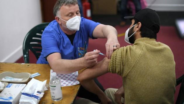 In Großbritannien wurden bereits mehr als 18 Millionen Menschen mit dem AstraZeneca-Impfstoff geimpft. (Bild: AFP)
