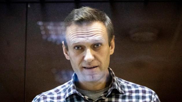 Alexej Nawalny im Februar vor Gericht in Moskau - mittlerweile dürfte er deutlich abgenommen haben. (Bild: AP)
