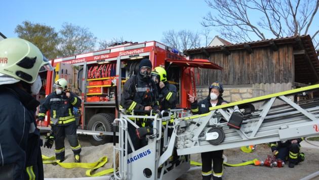 Mit Atemschutz wurde die Lage erkundet. (Bild: FF Frk/ Reinhard Rovny)