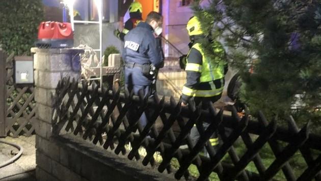 Beim eintreffen der Feuerwehr gab es nur mehr einen Glimmbrand zu löschen (Bild: FF Regau)