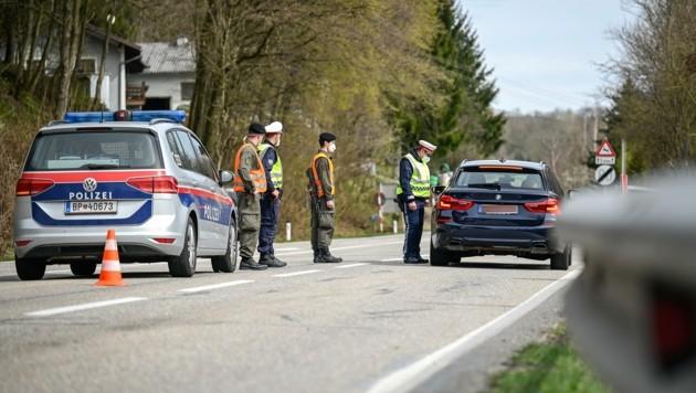Seit Montag ist die Ausfahrt aus Braunau (OÖ) nur mit negativem Test erlaubt. (Bild: Alexander Schwarzl)