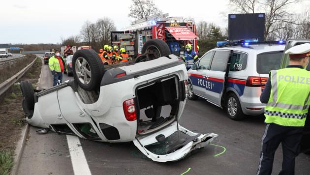 Der Lenker konnte nur noch tot aus dem Autowrack geborgen werden. (Bild: laumat.at/Matthias Lauber)