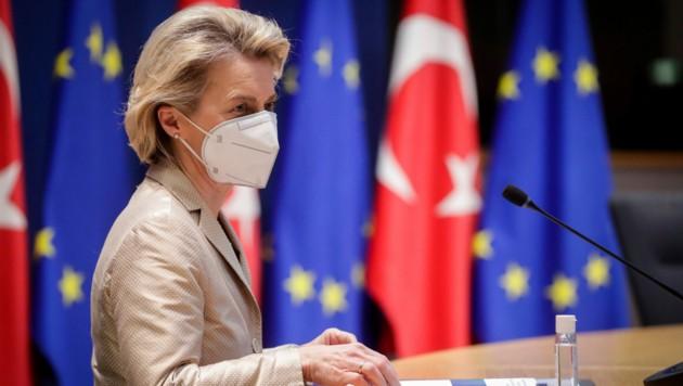 Bei den erneut aufgenommenen Verhandlungen mit der Türkei spielen viele Komponenten eine Rolle - im Gegenzug zur weiteren Versorgung von Flüchtlingen stellt man der Türkei eine Zollunion in Aussicht. (Bild: AP/Stephanie Lecocq)