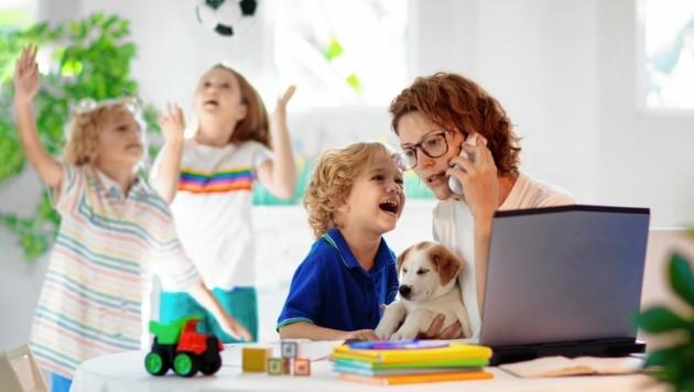 Auch der Doppelbelastung von berufstätigen Müttern will man mit der neuen Homeoffice-Regelung Rechnung tragen. (Bild: Copyright (c) 2020 Shutterstock. No use without permission.)