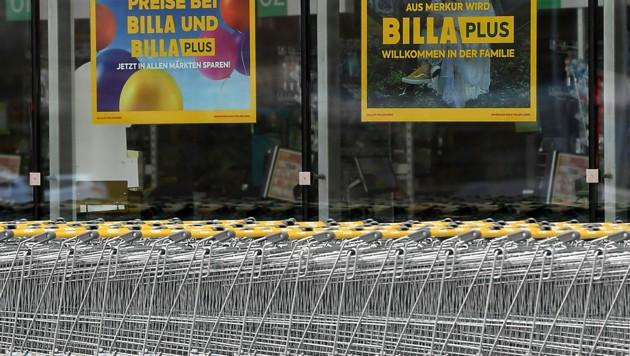 Die Einsparungen, die durch die Zusammenlegung der beiden Lebensmittelketten entstehen, werden laut dem REWE-Konzern in Form von Rabatten an die Kunden gegeben. (Bild: APA/HELMUT FOHRINGER)