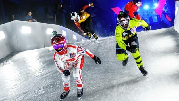 Veronika Windisch (r./v.) im Eiskanal (Bild: Red Bull Content Pool)
