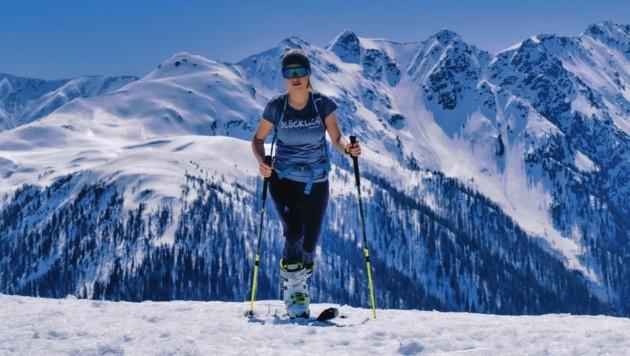 Skitouren in der Frühjahrssonne sind einfach traumhaft. Lena kurz vorm Gipfel, mit dem Karnischen Hauptkamm im Hintergrund. (Bild: Wallner Hannes)