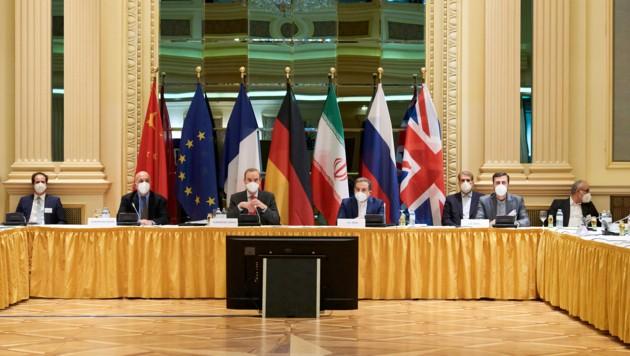 Indirekte Verhandlungen zur Rettung des Internationalen Atomabkommens von 2015 haben am Dienstag in Wien begonnen. (Bild: APA/EU DELEGATION IN VIENNA/LARS TERNES)