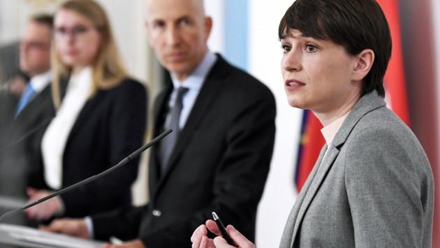 Maurer stellt sich in der Debatte um das Arbeitslosengeld klar gegen die Wirtschaftskammer. (Bild: APA/ROBERT JAEGER)