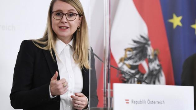 Wirtschafsministerin Margarete Schramböck (Bild: APA/ROBERT JAEGER)