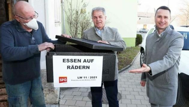 SPÖ-Klubobmann Robert Hergovich (re.) begleitete Harald Neumayer (Mitte). (Bild: Reinhard Judt)