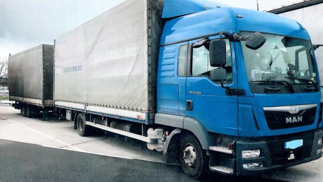 Wegen seiner schweren Mängel musste ein LKW abgestellt werden. (Bild: LPD Burgenland)