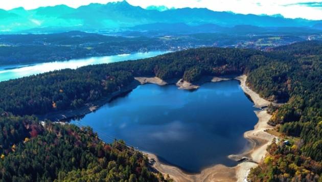 Die Sanierungsarbeiten am idyllischen Forstsee in Techelsberg werden heuer etwas länger dauern. (Bild: Kelag)