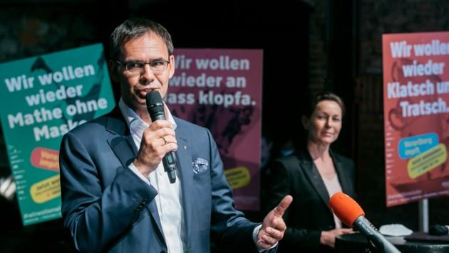 LH Markus Wallner und LR Martina Rüscher machten im Dornbirner Prachtclub Conrad Sohm Werbung fürs Impfen. (Bild: mathis.studio)
