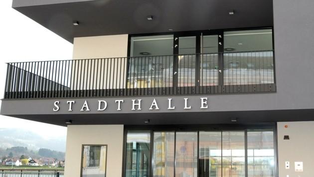 """Die Ybbser Stadtchefin Ulrike Schachner sah sich nach der Feier in der neuen Stadthalle mit Kritik konfrontiert. Sie kontert: """"Es war nur eine Produktpräsentation!"""" (Bild: Crepaz Franz)"""