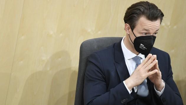 Der Versuch einer Ministeranklage gegen Finanzminister Gernot Blümel (ÖVP) scheiterte am Mittwoch auch im Plenum des Nationalrats. (Bild: APA/ROBERT JAEGER)