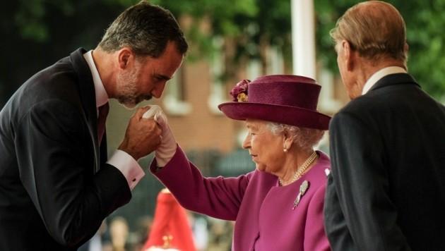 Die Queen und Prinz Philip mit dem spanischen König Felipe (Bild: ROTA / Camera Press / picturedesk.com)