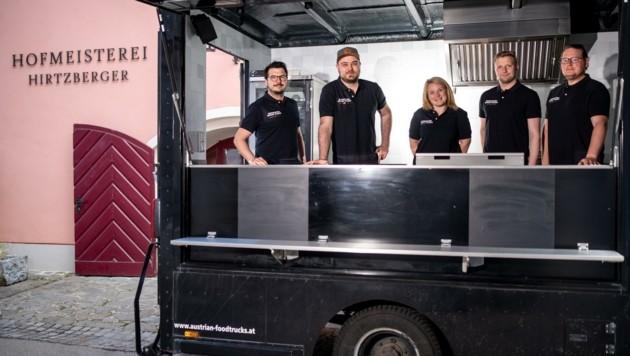 Frisch getestet steht das Hofmeisterei-Team im beliebten Food-Truck (Bild: Imre Antal)