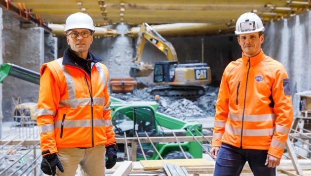 Sechs Jahre wird die Bautätigkeit der Arbeitsgemeinschaft der drei Baufirmen - hier Wolfgang Friedl (l.) und Lukas Schwalm von Swietelsky - dauern. (Bild: Swietelsky/Wakolbinger)