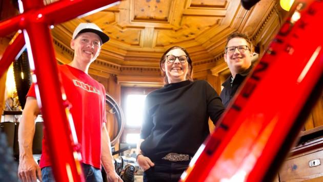"""Markus Frick, Friederike Frick und Simon Peter haben zusammen die Vorarlberger E-Bike-Marke """"Ettention Bikes"""" ins Leben gerufen. (Bild: Mathis Fotografie)"""