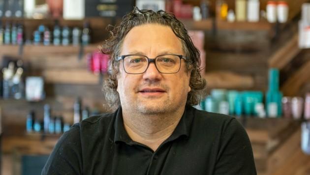 Friseur Joe Weißbacher im Salon. (Bild: LIEBL Daniel)