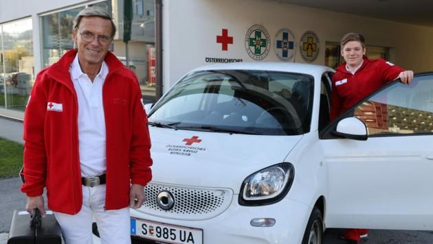Arzt Thomas Wurm (links) und Zivildiener Lorenz Griesser vom Roten Kreuz sind startbereit (Bild: Land Salzburg)