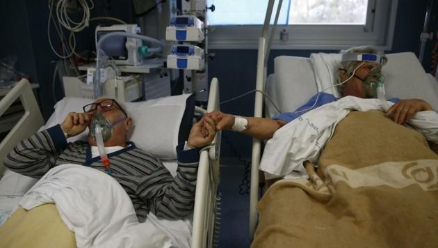 Die letzte Hoffnung: Bild aus Intensivstation mit Covid-Patienten. (Bild: EXPA/ laPresse/ Cecilia Fabiano)