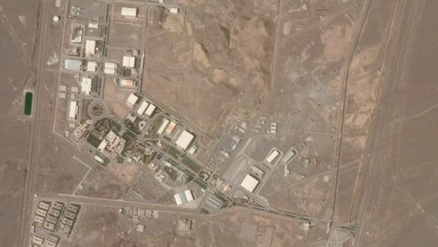 Eine Satellitenaufnahme zeigt die Nuklearanlage im iranischen Natanz. (Bild: AP)