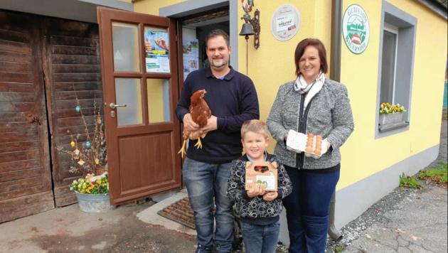 Auch Sohn Manuel hilft Matthias und Gerhild Thomasser. (Bild: Prasch Arnulf)