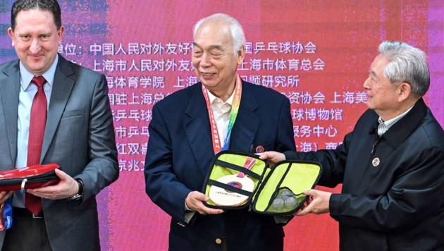 Teilnehmer Zhang Xielin (Mitte) and Zheng Minzhi (rechts) (Bild: AFP/Hector Retamal)