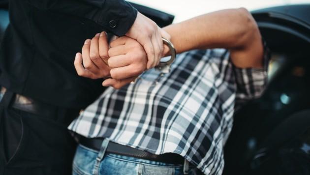Die Handschellen klickten bei einem Slowaken. (Symbolbild) (Bild: stock.adobe.com)