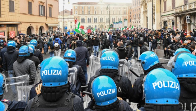 Bei unerlaubten Protesten von Lokalinhabern in Rom ist es zu Krawallen gekommen. (Bild: AFP)