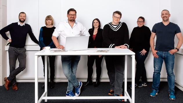 Team Vorarlberg! (Das Team hat sich frisch getestet im Büro getroffen und für das Foto die FFP2-Masken abgenommen.) (Bild: mathis.studio)