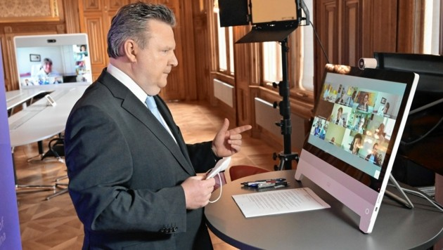 Wiens Bürgermeister Michael Ludwig (SPÖ) und die Experten sind sich einig: Wien bleibt zu. (Bild: C.Jobst)