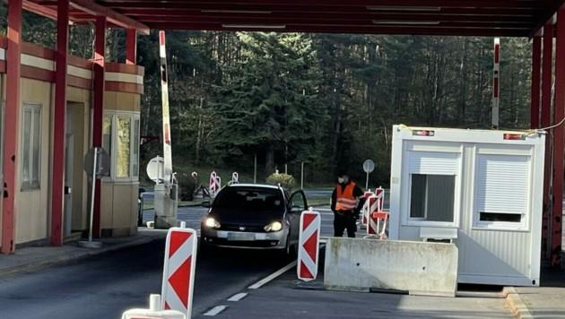 Am Grenzübergang Bonisdorf ist die 41-Jährige mit dem gefälschten Test eingereist. (Bild: Christian Schulter, krone.at)