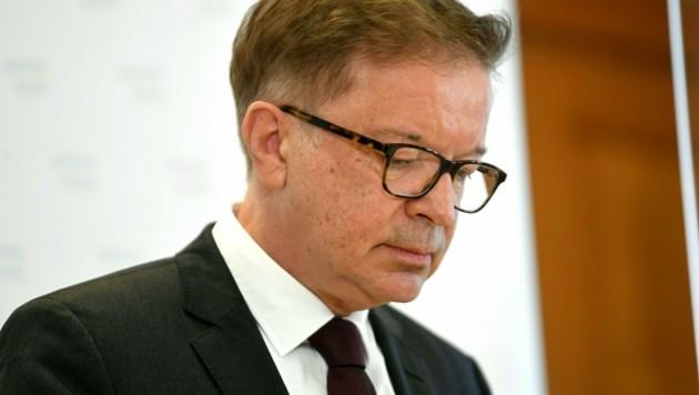 Gesundheitsminister Rudolf Anschober zieht sich mit einer emotionalen Rede aus der Politik zurück. (Bild: APA/Roland Schlager)