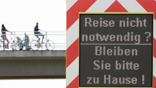 """Die Infektionslage in Deutschland ist weiterhin angespannt, eine automatische """"Notbremse"""" soll dies nun ändern. (Bild: APA/dpa/Friso Gentsch)"""