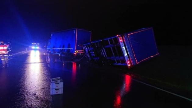 Der Sturm hatte am Montag einen Lkw-Anhänger umgeblasen (Bild: FF Schützen am Gebirge)