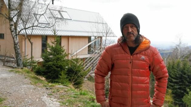Ärgert sich über den Bau in seiner Nachbarschaft: Martin Schenk. (Bild: Pail Sepp)
