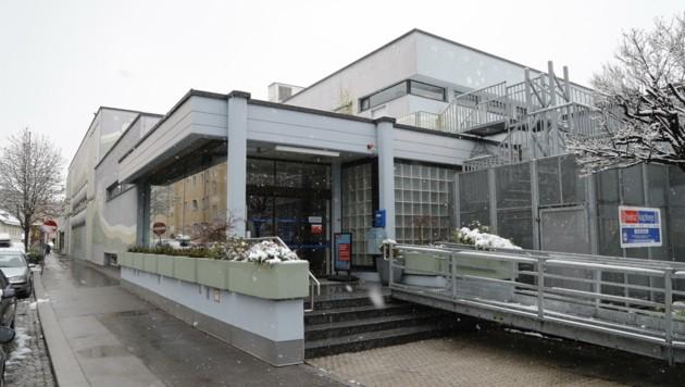 Das Schwimmbad Höttinger Au: Hier könnte studentisches Wohnen entstehen, mit dem Verkauf des Areals hätte die Stadt die 20 Mio. € Kosten für die 50-Meter-Schwimmhalle am Tivoli fast eingespielt. (Bild: Birbaumer Christof)