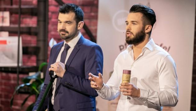 Thomas Pülzl und Michael Grafenberger (r.) präsentierten den Dünger in der Puls4-Show. (Bild: Puls4/Gerry Frank)