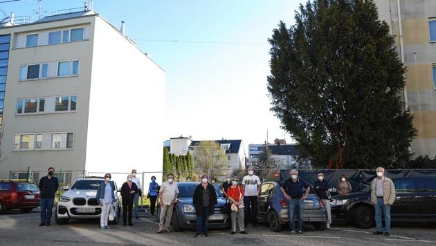 Hier soll ein Wohnhaus entstehen, das die umliegenden überragt - die Anrainer protestieren. (Bild: Gerhard Bartel, Krone KREATIV)
