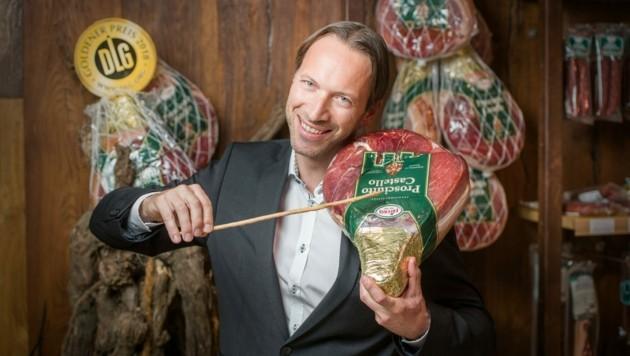 Kurt Frierss jun. spielt auf dem Prosciutto meisterhaft Geige. (Bild: Hannes Pacheiner)