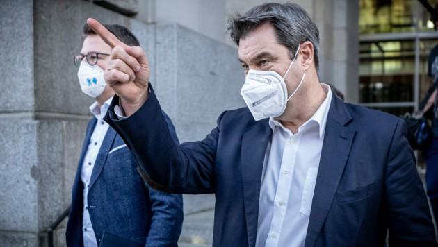 Markus Söder (CSU) neben CSU-Generalsekretär Markus Blum (Bild: APA/dpa/Michael Kappeler)
