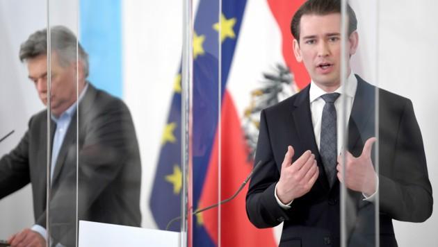 """Vizekanzler Werner Kogler (Grüne) und Bundeskanzle Sebastian Kurz (ÖVP) stellten am Mittwoch Österreichs Pläne für die 3,5 Mrd. Euro aus dem EU-""""Recovery Fund"""" vor. (Bild: APA/ROLAND SCHLAGER)"""