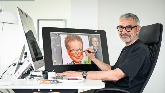 Krone-Karikaturist Milan Ilic in seinem Büro in Linz mit einer Rudi Anschober-Zeichnung (Bild: Alexander Schwarzl)
