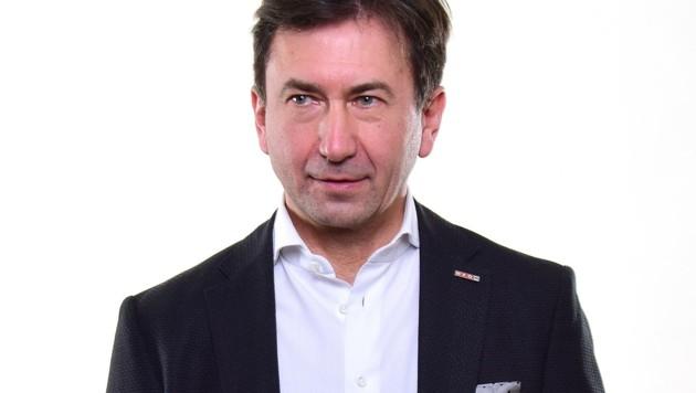 Der Obmann der Handelssparte Franz Kirnbauer in der NÖ-Wirtschaftskammer übt daher mit scharfen Worten Kritik an der Verlängerung des Lockdowns. (Bild: WKNÖ/David Pany)
