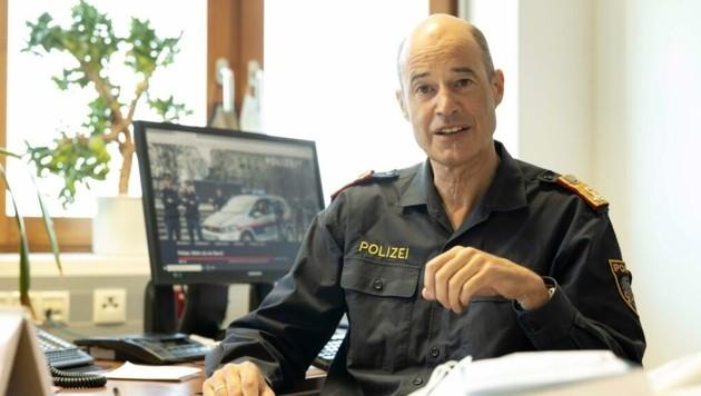 Hofrat Walter Filzmaier betont, dass die meisten Menschen in Vorarlberg die Corona-Regeln befolgen (Bild: Maurice Shourot)